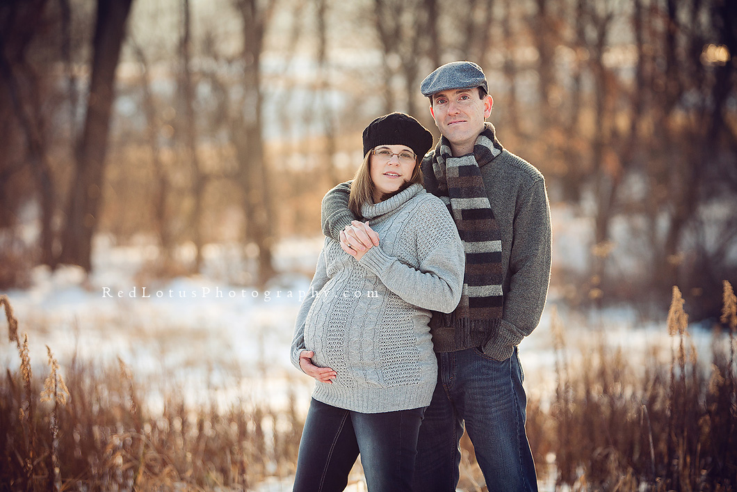 winter maternity photos in the snow