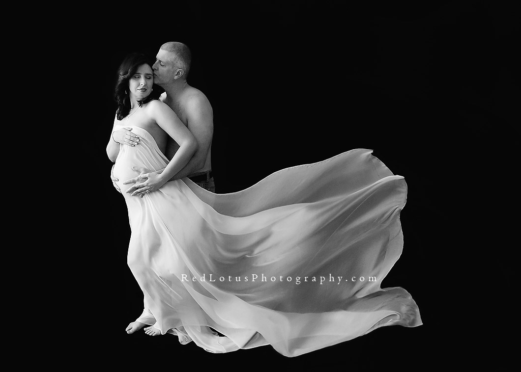 artistic maternity photography flowing fabric